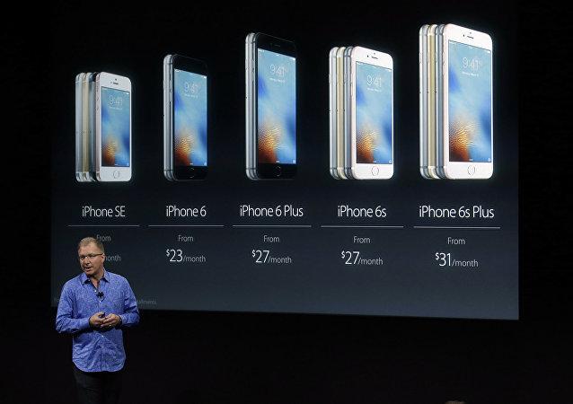 Greg Joswiak, vice president of iOS, iPad and iPhone product marketing, announces the new iPhone SE.