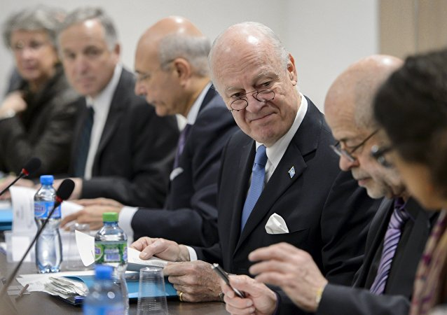 U.N. Special Envoy for Syria Staffan de Mistura (3rd R) looks at members of his staff at the opening of a meeting with Syrian government representatives during Syrian Peace talks at the United Nations in Geneva, Switzerland, March 24, 2016