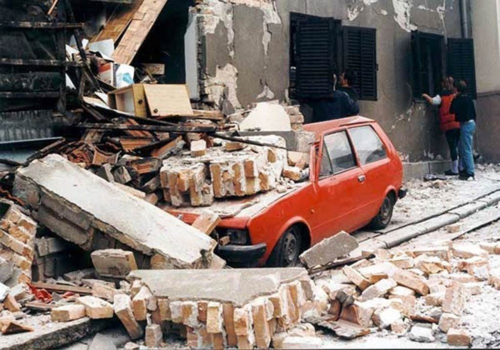 the bombing of the chinese embassy in yugoslavia by nato On may 7, 1999 during the nato bombing of yugoslavia (operation allied force), five us jdam bombs hit the people's republic of china embassy in the belgrade district of new belgrade, killing three prc citizens and outraging the chinese public.