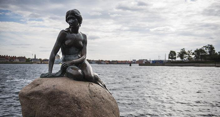 The bronze statue The Little Mermaid is seen at the harbour in Copenhagen on October 9, 2015