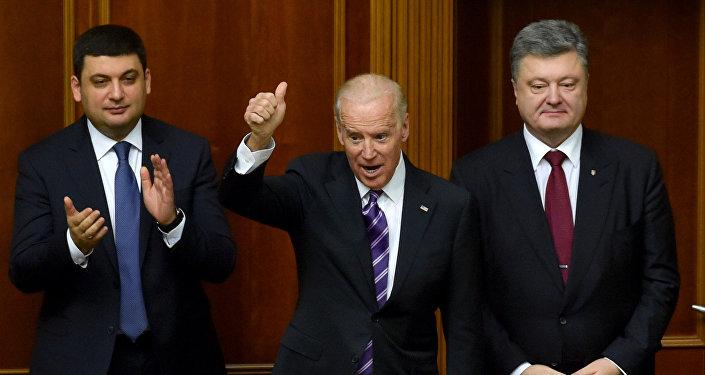 Vice President Joe Biden at a meeting of Ukraine's Verkhovna Rada in Kiev. Right: Ukrainian President Petro Poroshenko. Left: Verkhovna Rada Speaker Vladimir Groisman.