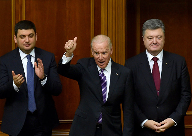 Vice President Joe Biden at a meeting of Ukraine's Verkhovna Rada in Kiev. Right: Ukrainian President Petro Poroshenko. Left: Verkhovna Rada Speaker Vladimir Groisman.