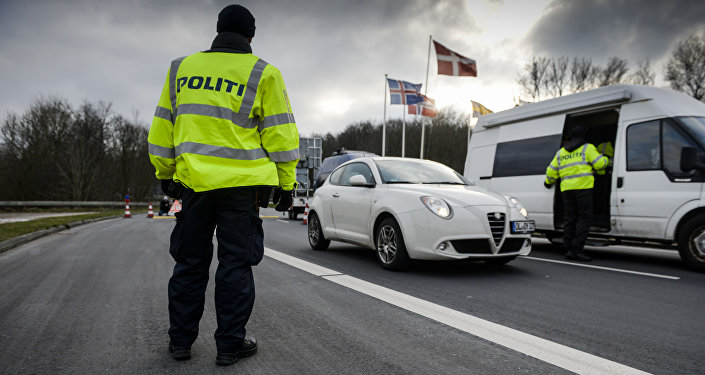 Border police checks IDs on January 4, 2016 at the Danish-German boarder town Krusaa