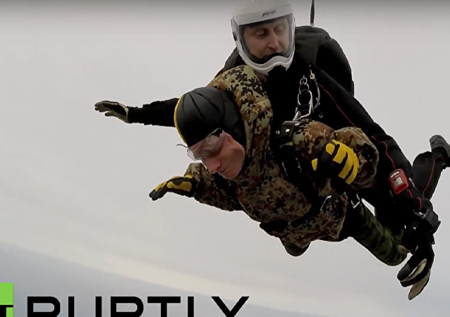 Russia: WWII veteran, 91, performs parachute jump ahead of Victory Day