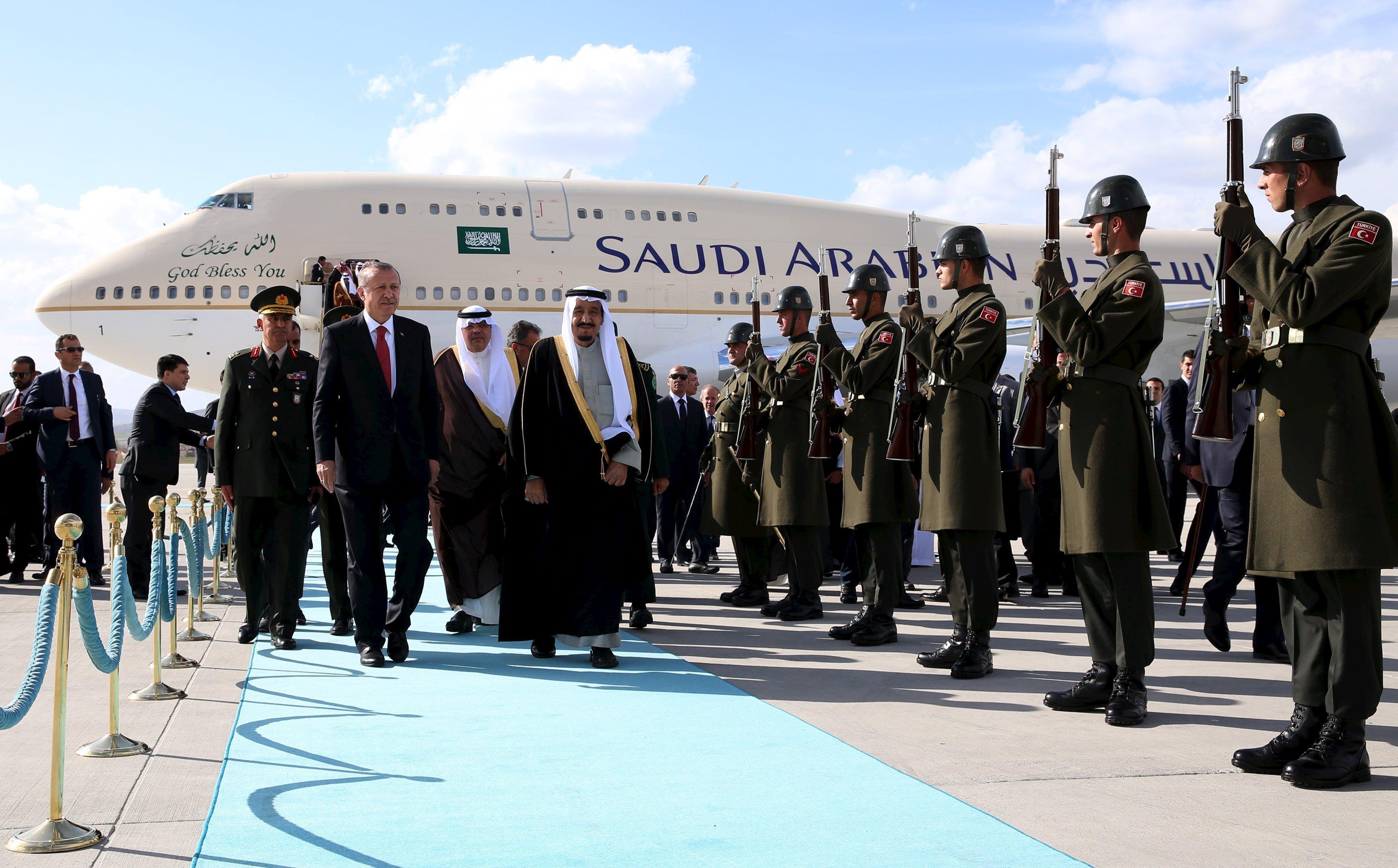 President Erdogan welcomes King Salman bin Abdulaziz at Esenboga International airport in Ankara, April 11, 2016.