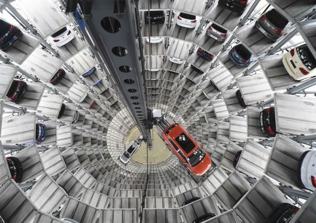 A VW Golf VII car (R) and a VW Passat are loaded in a delivery tower at the plant of German carmaker Volkswagen in Wolfsburg, Germany in this March 3, 2015 file picture.