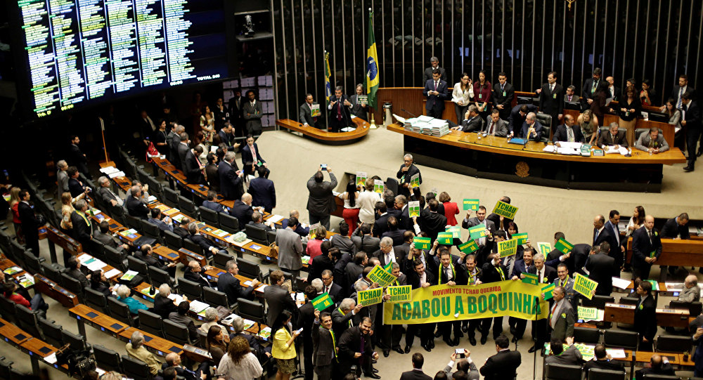 Lower house members who support the impeachment demonstrate during a session to review the request for Brazilian President Dilma Rousseff's impeachment, at the Chamber of Deputies in Brasilia, Brazil, April 15, 2016