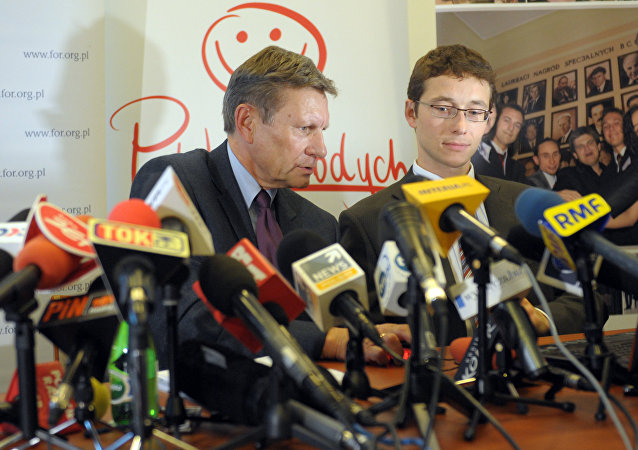 Poland's former Central Bank Governor Leszek Balcerowicz(L) speaks during a news conference before launching a public debt counter on a public screen in Warsaw on September 28, 2010