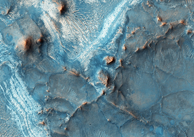 This image of Nili Fossae was taken on Feb. 5, 2016, at 14:54 local Mars time by the High Resolution Imaging Science Experiment (HiRISE) camera on NASA's Mars Reconnaissance Orbiter.