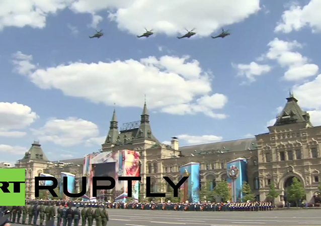 Russia: Russian Air Force fills Moscow's skyline in final V-Day rehearsal