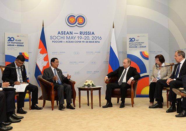 President Vladimir Putin meets with Prime Minister of Cambodia Hun Sen