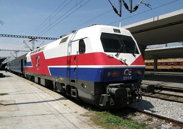 Siemens-Henschel HellasSprinter electric locomotive 120-016 of OSE enters Thessaloniki New Passenger Station