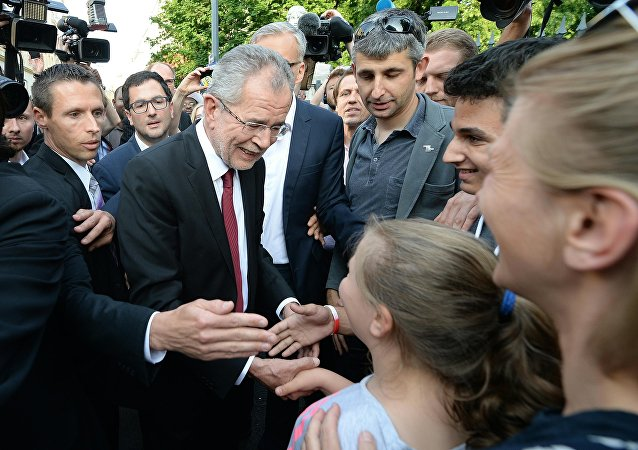 The green candidate for Austrian Presidency Alexander Van der Bellen greets well wishers as he arrives to address a Press conference after wining the election in Vienna, Austria on May 23, 2016
