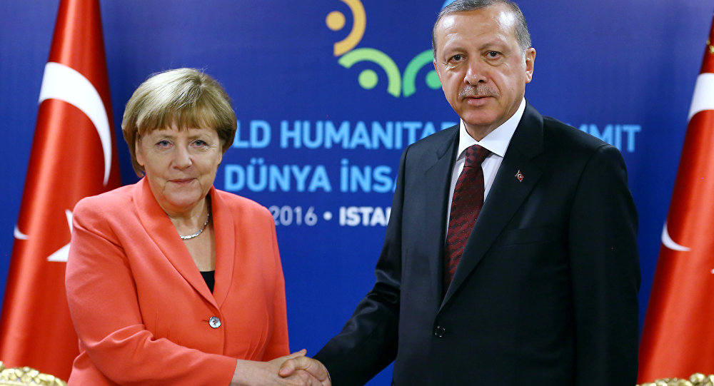 Turkish President Tayyip Erdogan (R) meets with German Chancellor Angela Merkel during the World Humanitarian Summit in Istanbul, Turkey, May 23, 2016.