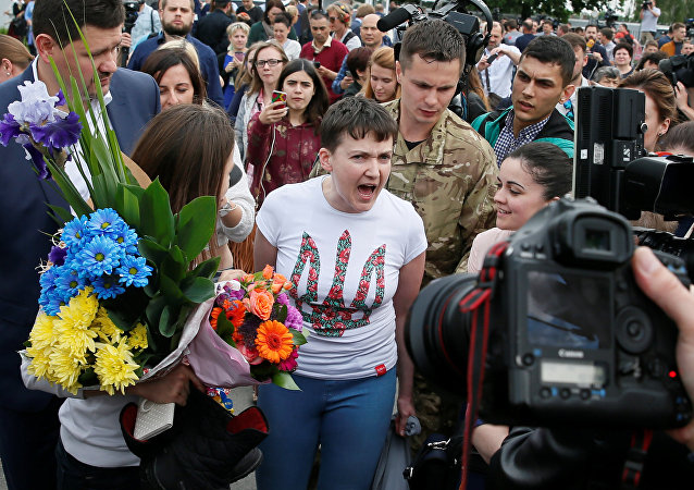 Ukrainian servicewoman Nadiya Savchenko talks to the media at Boryspil International airport outside Kiev, Ukraine, May 25, 2016