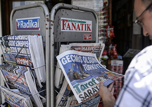 A Turkish man reads a newspaper to check the results of elections in Diyarbakir on June 8, 2015
