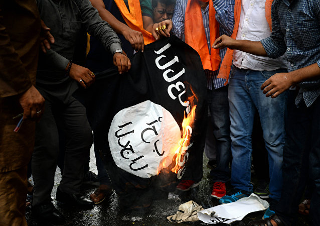 Activists from the right-wing Hindu Sena group burn a flag of the jihadist Islamic State group in New Delhi on August 5, 2015