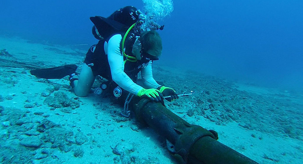 Installing steel armor around seafloor cable