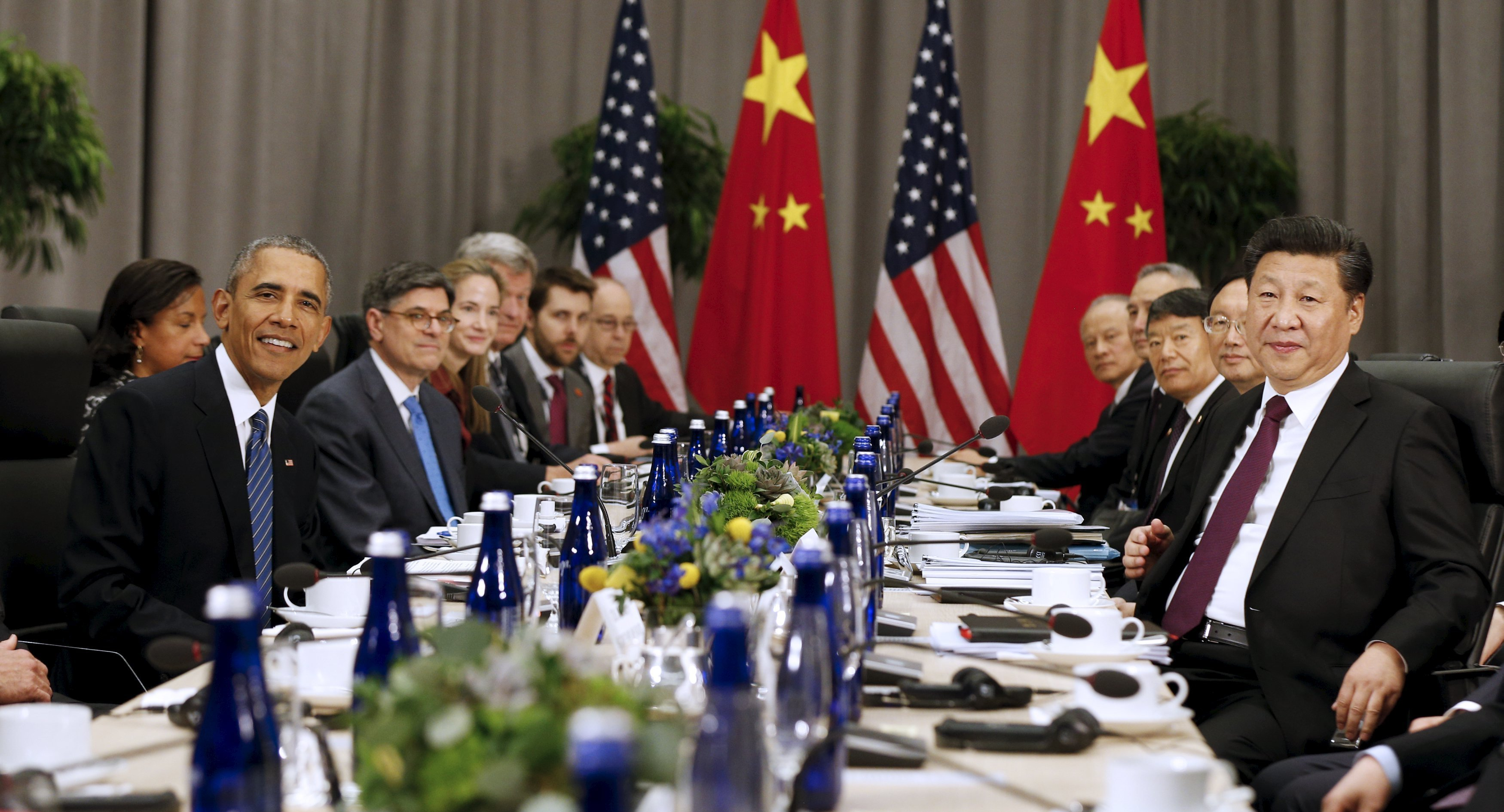 U.S. President Barack Obama (L) meets with Chinese President Xi Jinping (R) at the Nuclear Security Summit in Washington March 31, 2016