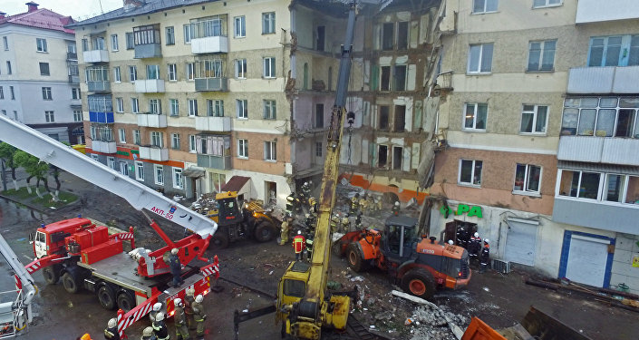 Rescuers finish cleanup at residential building entrance lobby collapse site in Mezhdurechensk