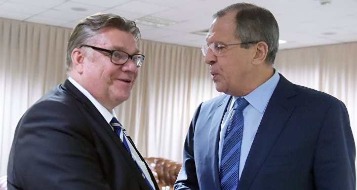 Russian Foreign Minister Sergey Lavrov (right) and his Finnish counterpart Timo Soini. (File)