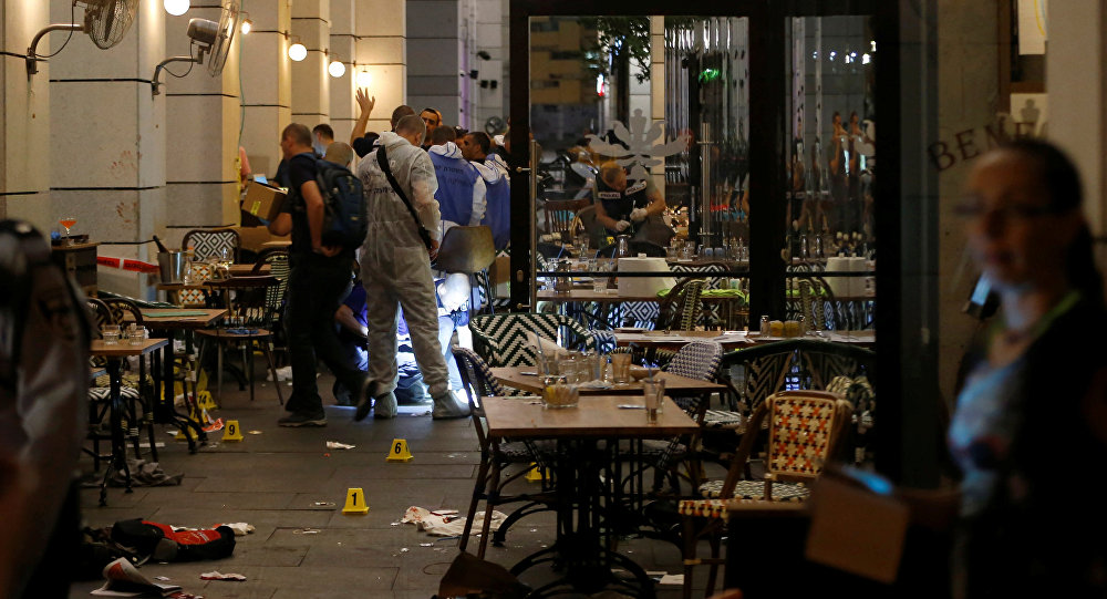 Israeli policemen work inside a restaurant following a shooting attack that took place in the center of Tel Aviv June 8, 2016