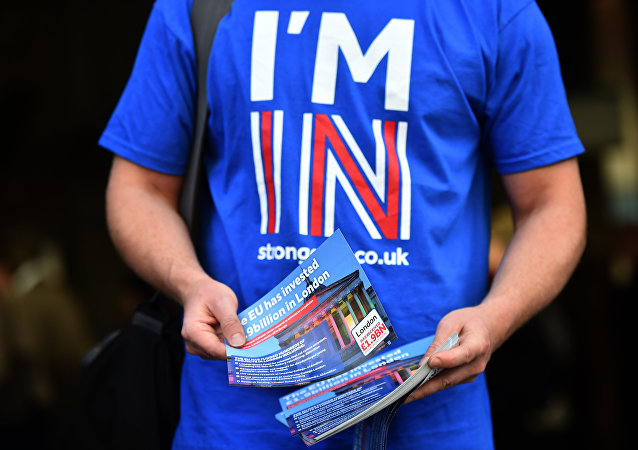 A campaigner with Britain Stronger in Europe, the official Remain campaign in June's EU referendum, hands out leaflets to commuters outside Waterloo Station in London on April 14, 2016.