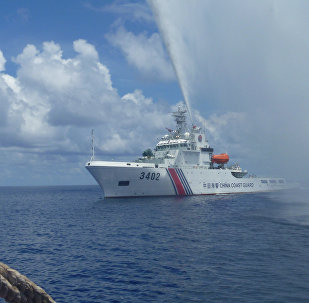 Chinese Coast Guard members approach Filipino fishermen as they confront them off Scarborough Shoal at South China Sea. file photo
