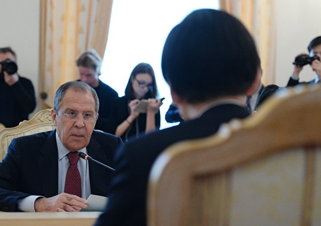 Russian Foreign Minister Sergei Lavrov meets with his South Korean counterpart Yun Byung-se.