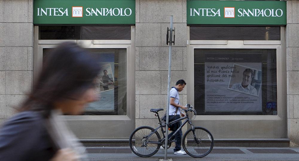 People walk past an Intesa Sanpaolo bank branch in Milan, Italy. (File)