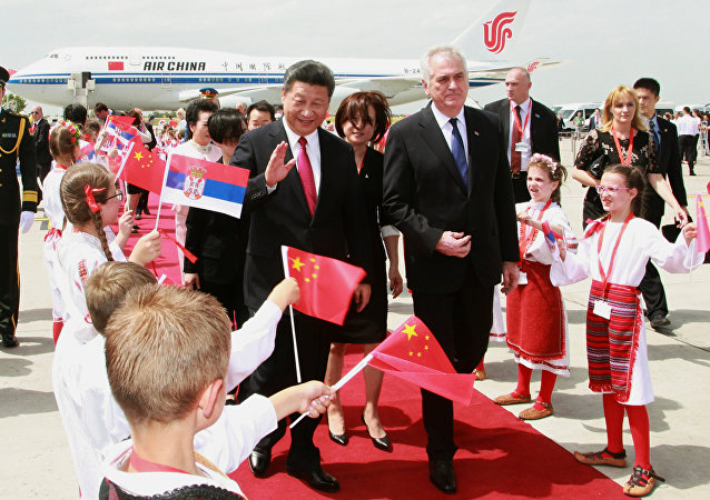 Chinese President Xi Jinping (L) walks with Serbian President Tomislav Nikolic during a welcoming ceremony at Belgrade's airport Nikola Tesla, Serbia June 17, 2016