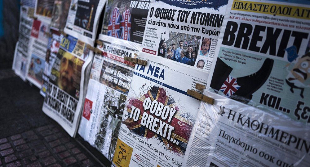 A picture taken on June 25, 2016 in Athens shows the front page of the Greek newspaper 'Ta Nea' reading 'be afraid of Brexit' and other newspapers bearing headlines reporting the result of the UK's vote to leave the EU in the June 23 referendum