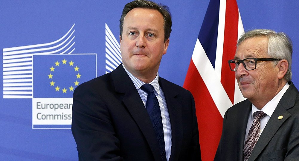 Britain's Prime Minister David Cameron and EU Commission President Jean-Claude Juncker arrive at the EU Summit in Brussels, Belgium, June 28, 2016.