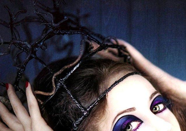 A model posing as a beauty queen