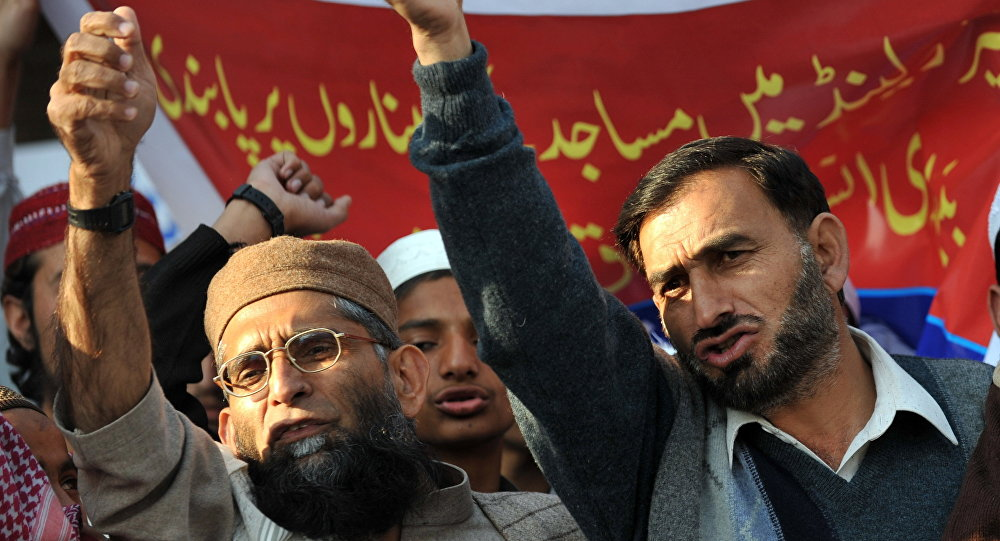 Pakistani Muslims protest against the Swiss ban on the construction of new mosque minarets (File)