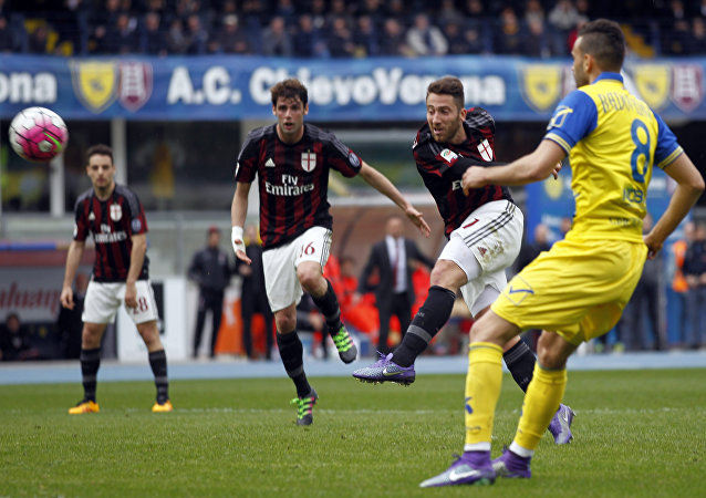 AC Milan's Andrea Bertolacci, right, kicks the ball during a Serie A soccer match against Chievo at Bentegodi stadium in Verona, Italy, Sunday, March 13, 2016