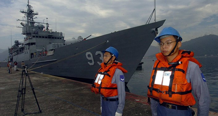 Two Taiwanese navy soldiers stand guard in front of a frigate (File)
