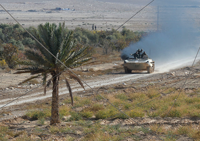 Soldiers of the Syrian Arab Army at fighting positions 20 kilometers from the city of Palmira (File)