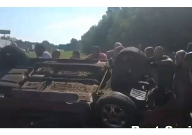 More than a dozen people help pull driver from overturned car on I-20