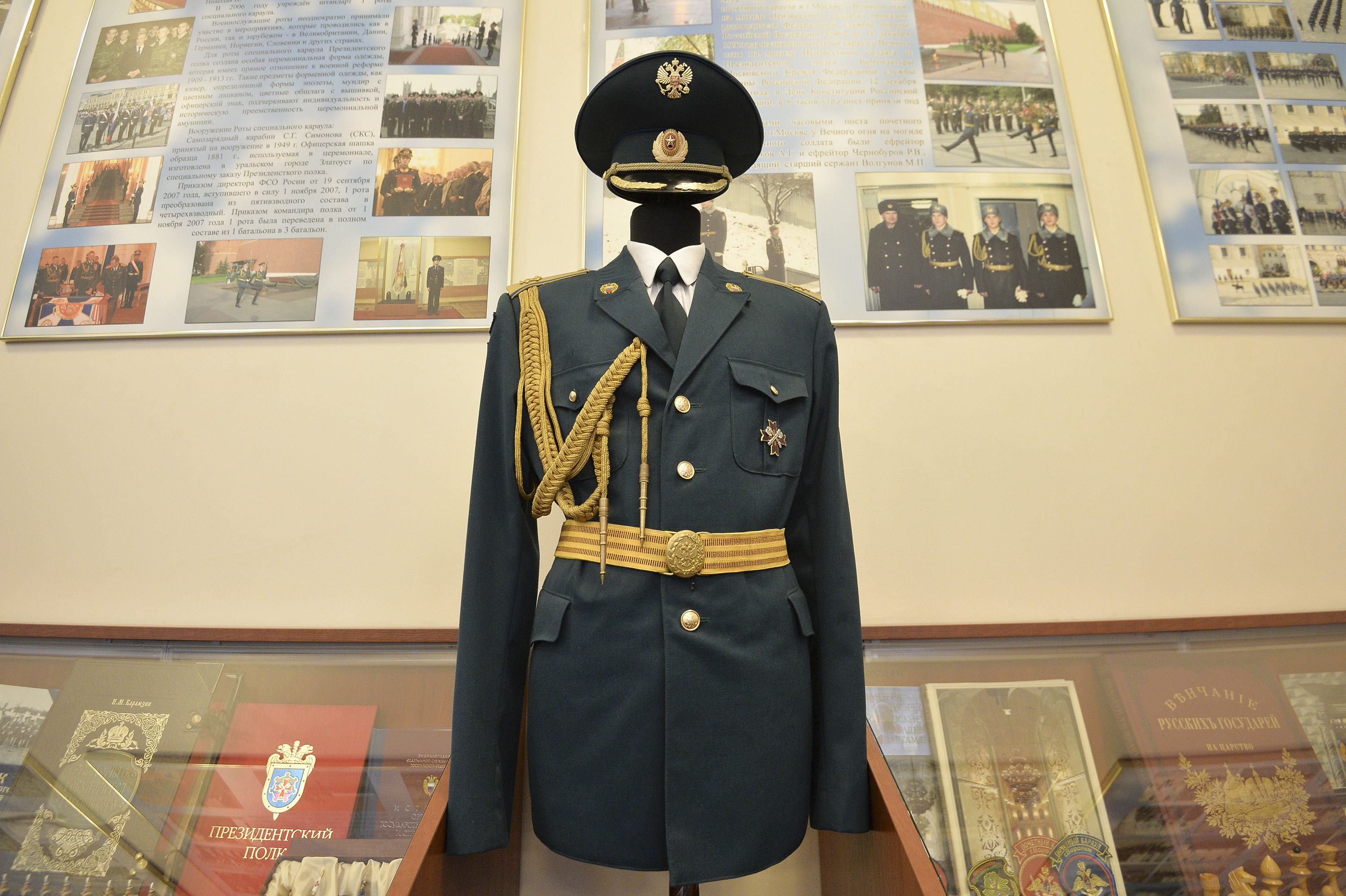 New dress uniform designed for soldiers of the Presidential Regiment.