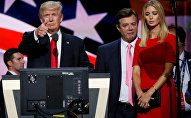 Republican presidential nominee Donald Trump gives a thumbs up as his campaign manager Paul Manafort (C) and daughter Ivanka (R) look on during Trump's walk through at the Republican National Convention in Cleveland, U.S., July 21, 2016