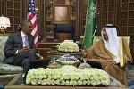 US President Barack Obama (L) speaks with King Salman bin Abdulaziz al-Saud of Saudi Arabia at Erga Palace in Riyadh, on April 20, 2016.