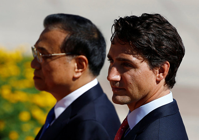 Chinese Premier Li Keqiang (L) and Canadian Prime Minister Justin Trudeau attend a welcoming ceremony at the Great Hall of the People in Beijing, China, August 31, 2016