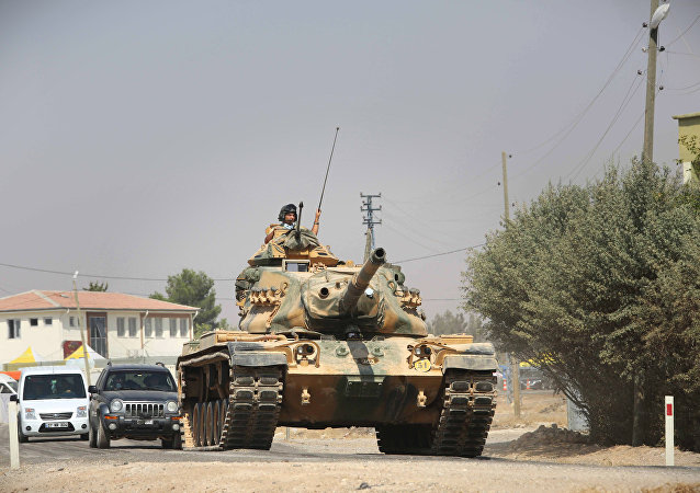 Turkish tanks and armored vehicles in Jarabulus