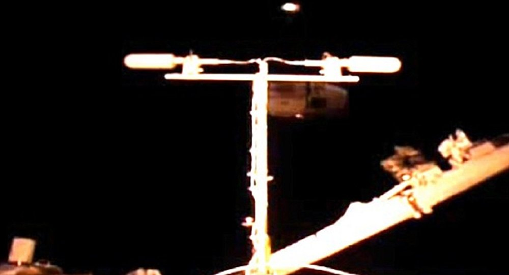 UFO Proof? Two Flashing Lights Caught on Video Near Int'l Space Station