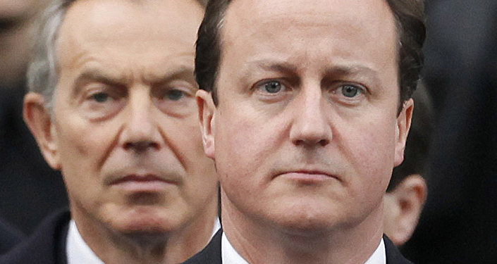 David Cameron (R) and Tony Blair (L)