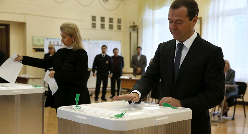 Russian Prime Minister and Chairman of the United Russia party Dmitry Medvedev and his wife Svetlana cast their ballots at a polling station during a parliamentary election in Moscow, Russia, September 18, 2016