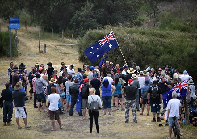Protesters fly an Australian flag at a halal-free barbecue held by anti-Islam protesters at Cronulla beach in southern Sydney (File)