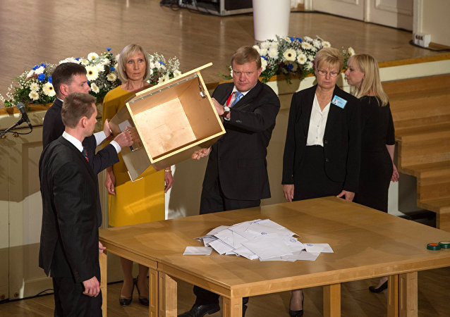 The ballot box is emptied on a table during the Estonian presidential elections in Tallinn, on September 24, 2016