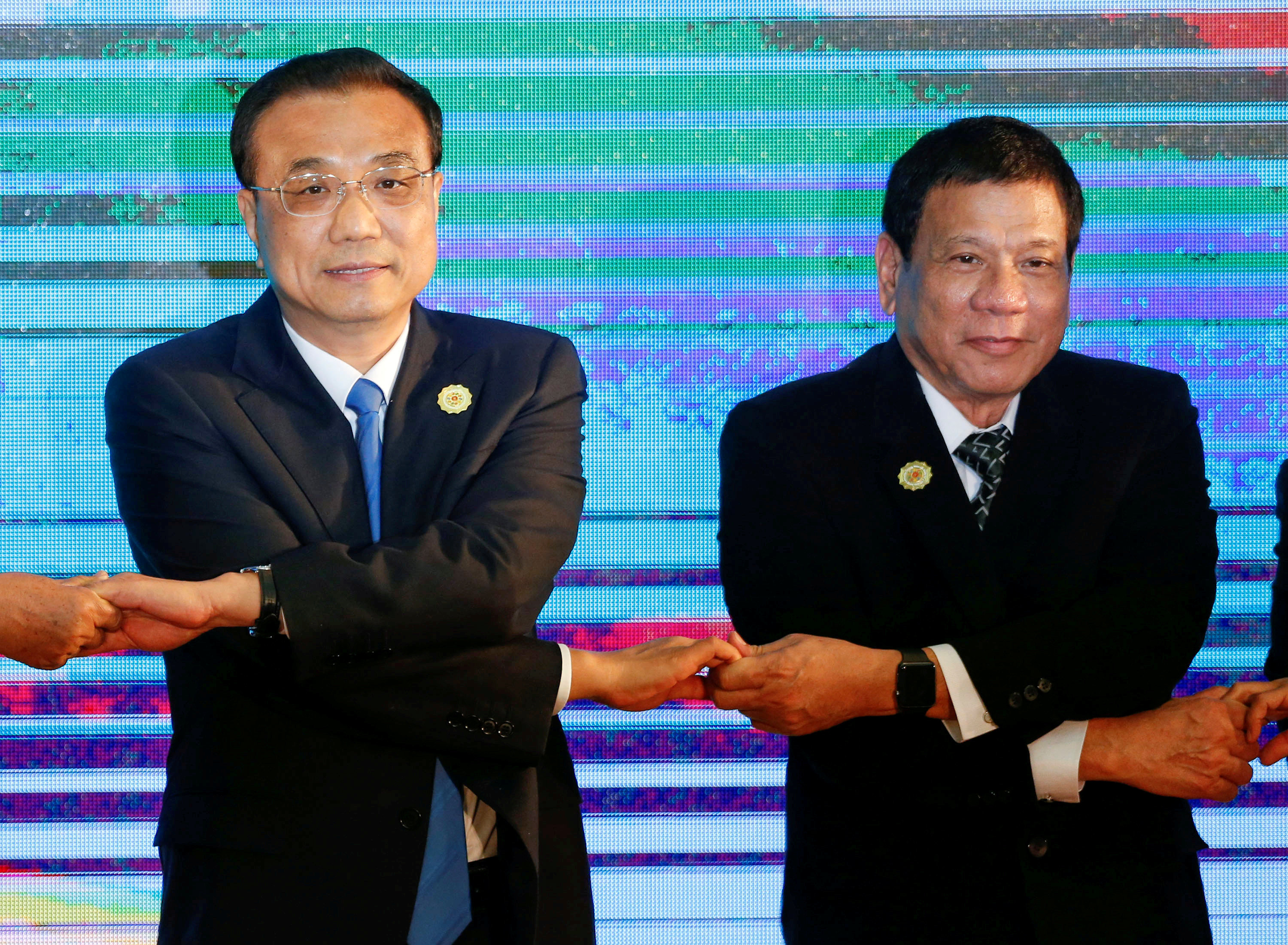 Chinese Premier Li Keqiang (L) and Philippine President Rodrigo Duterte (R) pose for photo during the ASEAN Plus Three Summit in Vientiane, Laos September 7, 2016